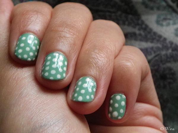 polka dots nails 1 © Wina